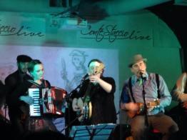 Guest Ldyes, Rachel (Banjo) from Massachusset, Ula (Accordion) from Czech Republic