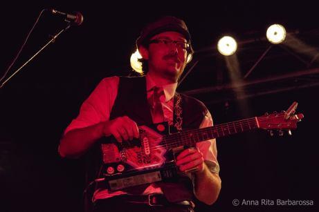 Peppe Cash on Ace-Tone Guitar