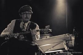 il Cash - Ace-Tone Tin Can Guitar